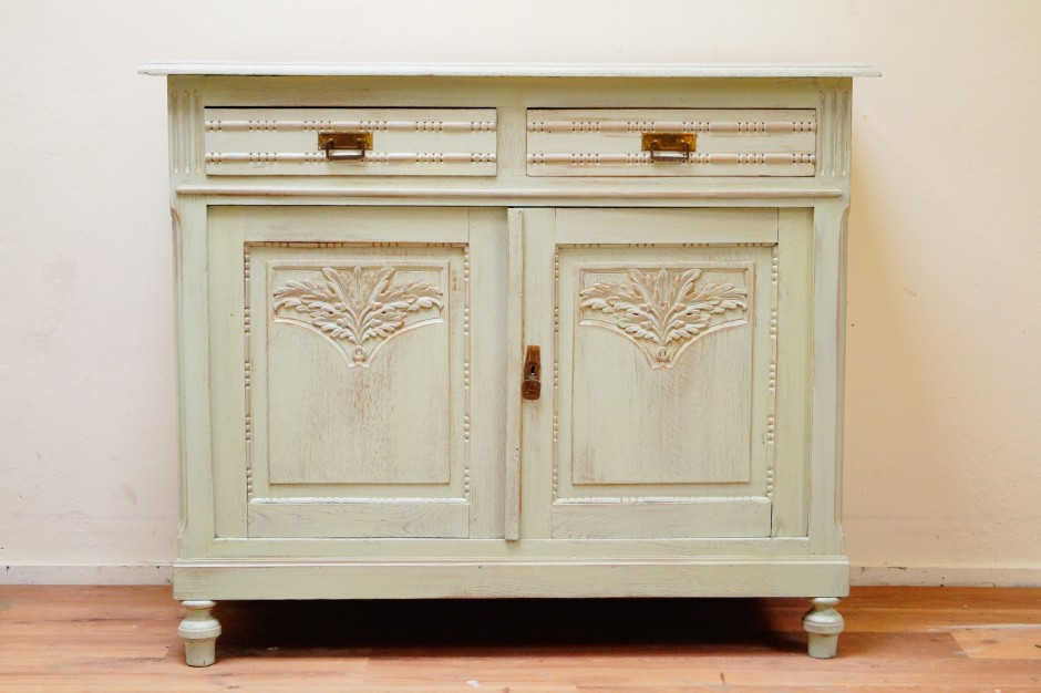 Zukini Woonloods restaureert meubels in oude staat