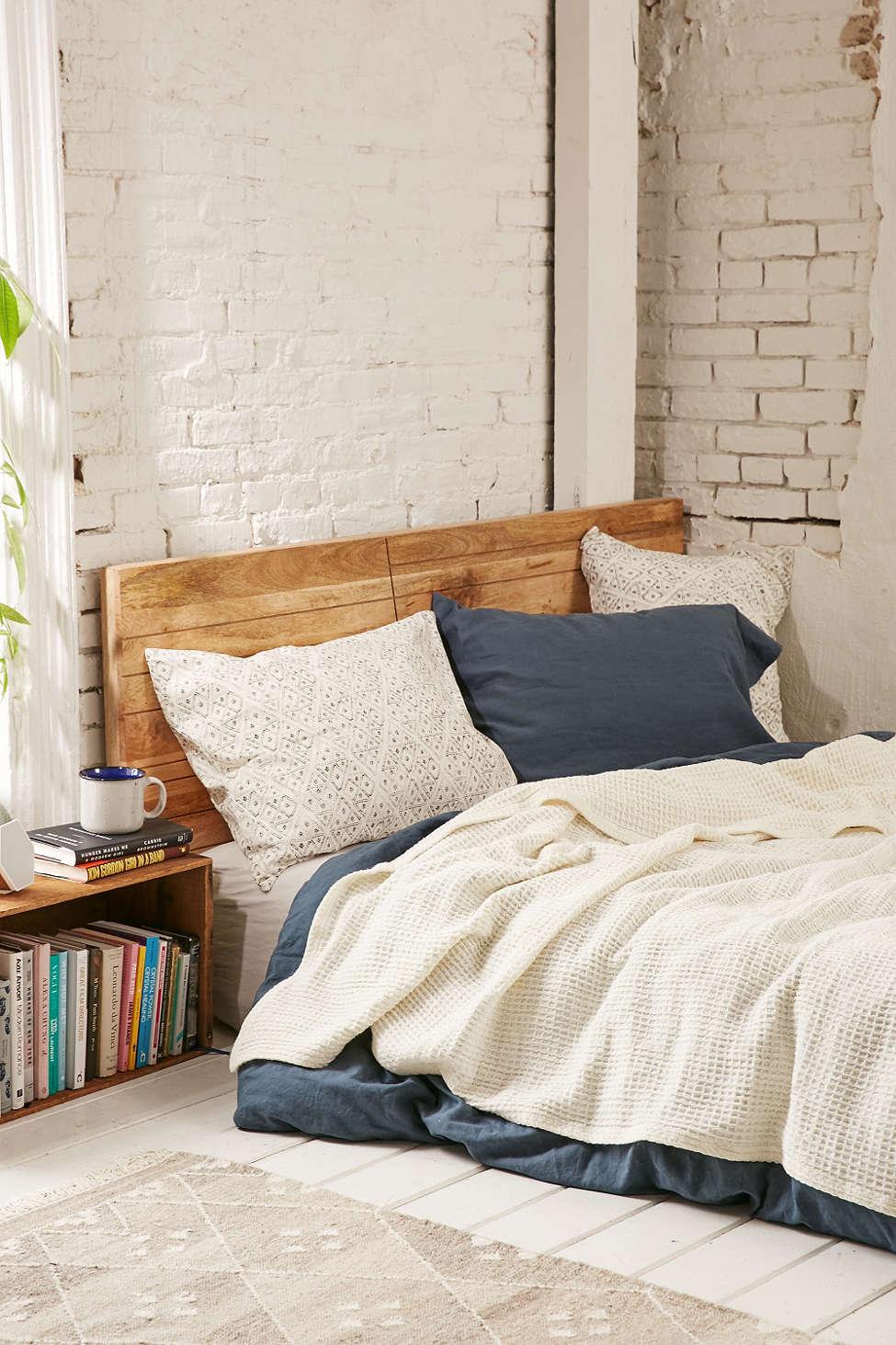 Wegdromen 12x slaapkamers met een matras op de grond meubeltrack blog - Hoofdbord wit hout ...