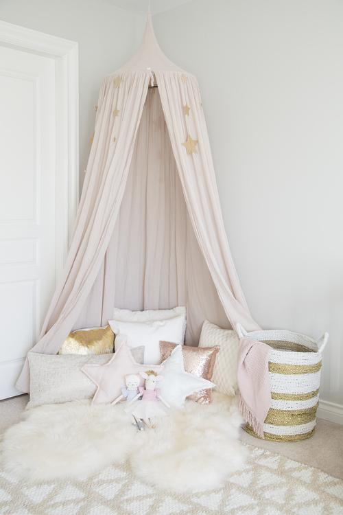 de liefste meisjeskamers met een klamboe - meubeltrack blog, Deco ideeën
