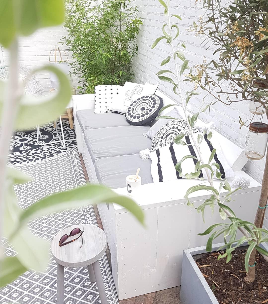 Tuinbank wit, voor witte muur