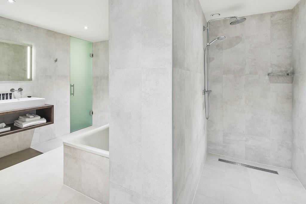 panoramic-suite-bathroom-2