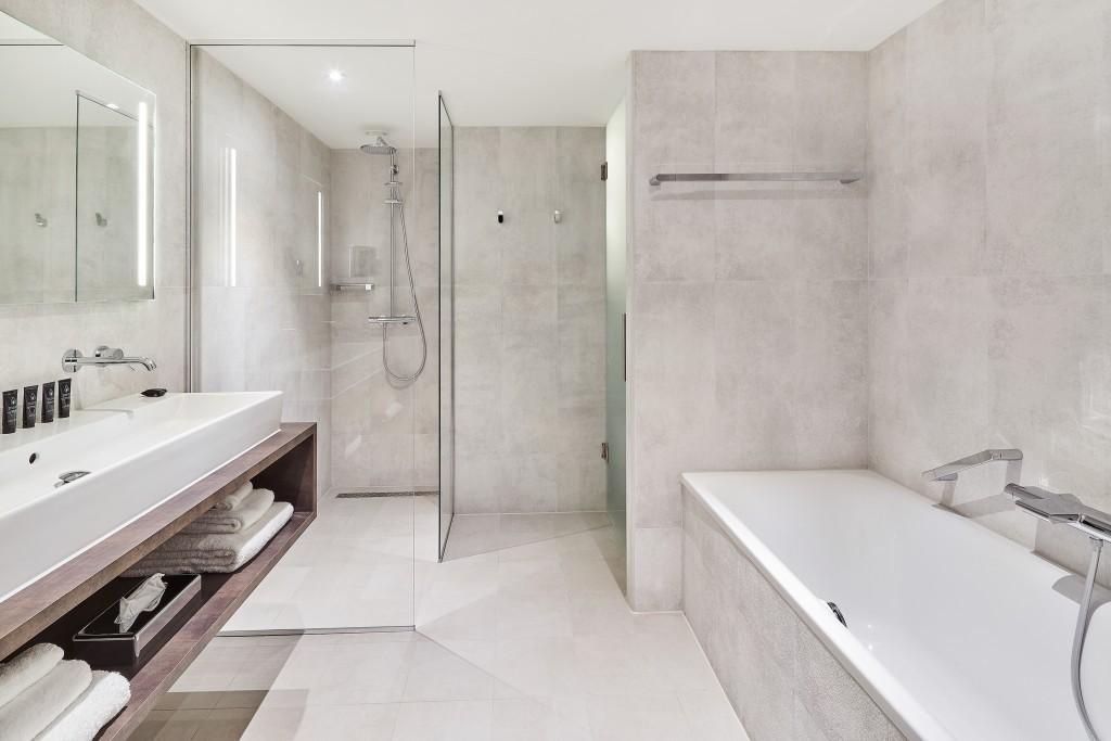 superior-room-bathroom-2