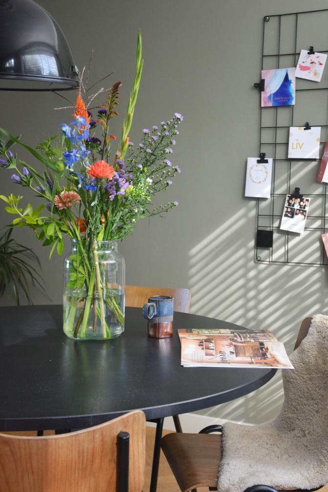 6 - bloemen op eettafel