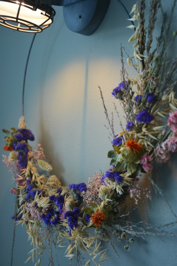 Huizemus - diy krans van droogbloemen